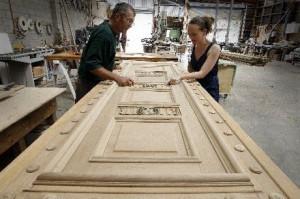 реставрация старых деревянных дверей